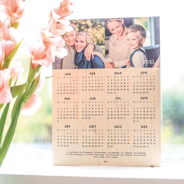 Treplate med trykk, kalender på treplate